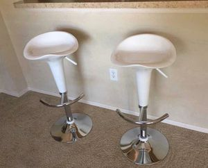 Set of 2 chair bar stools new in box for Sale in Kissimmee, FL