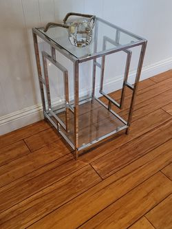 Modern Glass End Table for Sale in Tustin,  CA