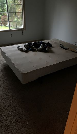 Queen bed frame and box spring set for Sale in Everett, WA