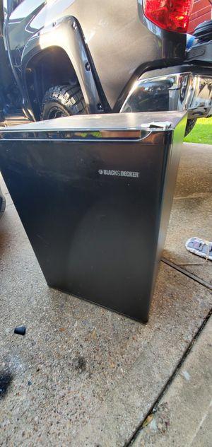 Black and decker mini fridge for Sale in Houston, TX
