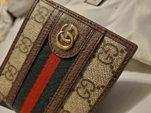 Gucci wallet for Sale in Stratford, CT