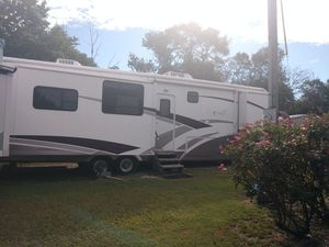 2005 carriage 5th wheel travel trailer with 5 slide outs for Sale in East Dublin, GA