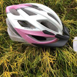 Trek girls bike helmet for Sale in Vancouver,  WA