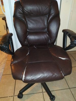 FREE...THAT'S RIGHT FREE !!!! WORKING LEATHER CHAIR NEED GONE 2DAY OR IT GOES IN DUMPSTER... for Sale in Rancho Cucamonga, CA