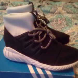 Adidas 8.5 men's shoes for Sale in Rison, AR