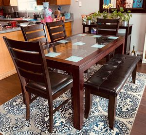 Dining table with 4 chairs and a bench for Sale in Fremont, CA