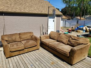 Free couches for Sale in Wenatchee, WA
