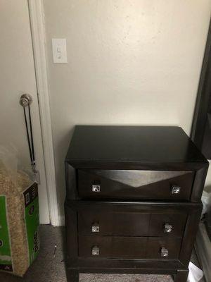 Queen bedroom set nightstand for Sale in Stone Mountain, GA
