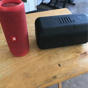 JBL Flip 5 Red With Case for Sale in Lake Worth, FL
