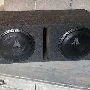 Two JL Audio 10 Inch Subwoofers in Enclosure With Alpine Amplifier for Sale in San Diego, CA