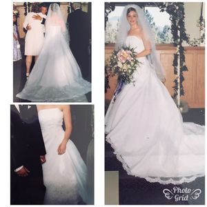 Size 6 wedding dress, shawl, vail, and tiara for sale for Sale in Vancouver, WA