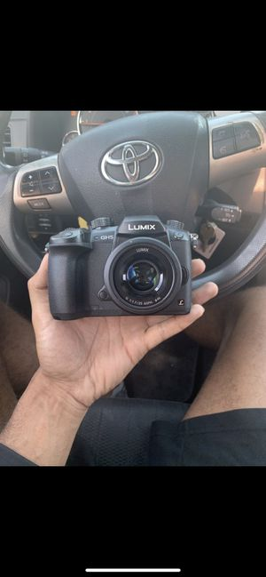 Lumix gh5 w 25mm lens for Sale in Ontario, CA
