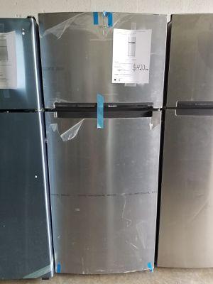 "WHIRLPOOL 28"" refrigerator new warranty 1 year for Sale in Hialeah, FL"