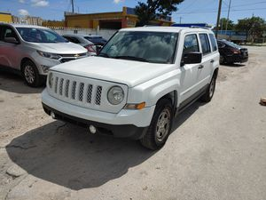 Jeep patriot 2015 for Sale in Miami, FL