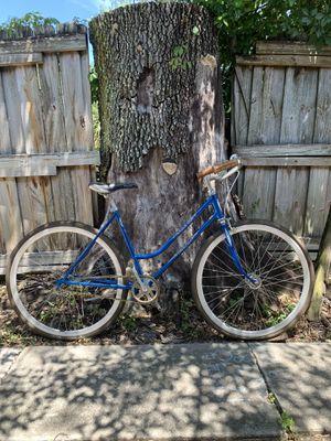 Vintage Schwinn Varsity ladies bike for Sale in Orlando, FL