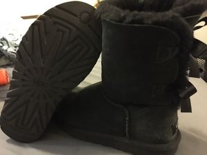 UGG Bailey Bow II Mid Boots Size 6 for Sale in San Antonio, TX