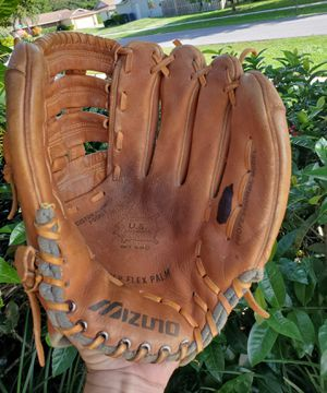 MIZUNO 13 INCH ALL LEATHER BASEBALL/ SOFTBALL GLOVE MT 580 for Sale in Boca Raton, FL