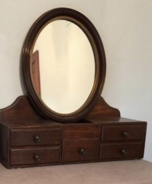 Nice vintage oval drawer mirror for Sale in Chesapeake, VA