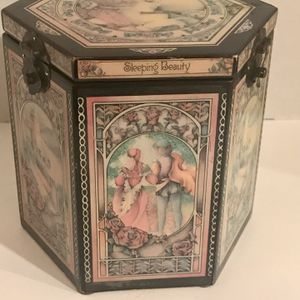1986 ENESCO LTD EDITION #675 SLEEPING BEAUTY 6 SIDED MUSICAL JACK -IN-THE-BOX for Sale in Riverside, CA