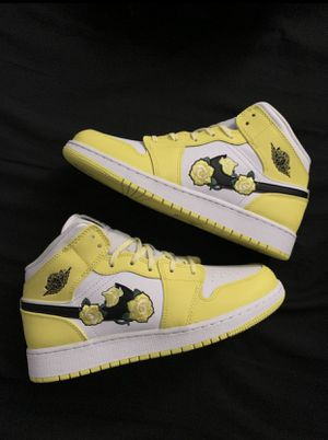 Nike Air Jordan Mid. GS. Size {link removed}. Size 8 Woman for Sale in Santa Cruz, CA