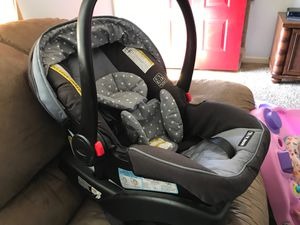 Baby car seat for Sale in Clarksville, TN