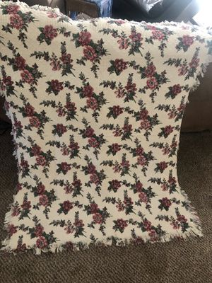 Beautiful throw like new! No fade for Sale in Dutton, MI