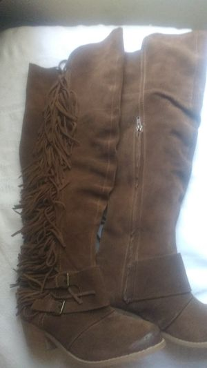 Over the knee fringe suede boots sz 7 1/2 for Sale in Glendale, AZ
