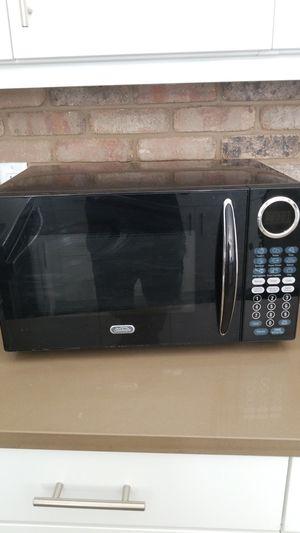 900 watt microwave for Sale in Denver, CO