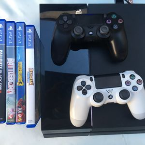 Ps4 With 5 Games 2 Controllers Bundle for Sale in Los Angeles, CA