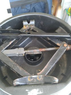 Car Jack Factory For 2003 To 2007 Caddilac Deville ! 25 $ for Sale in Tampa,  FL
