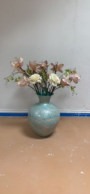 Blue mosaic vase and flowers for Sale in Plano, TX