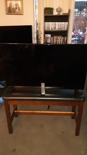 43' onn tv used once or twice with control 120 obo for Sale in Newberg, OR