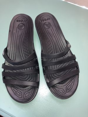 Crocs size 7/5 8 for Sale in Irving, TX