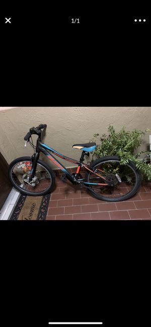 24inch Giant 21 speed young men's bike for Sale in Miami, FL