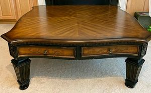 Gorgeous solid wood coffee table for Sale in Fuquay-Varina, NC