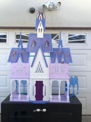 FROZEN 2 DISNEY DOLL HOUSE NO ACCESORIES for Sale in Los Angeles, CA