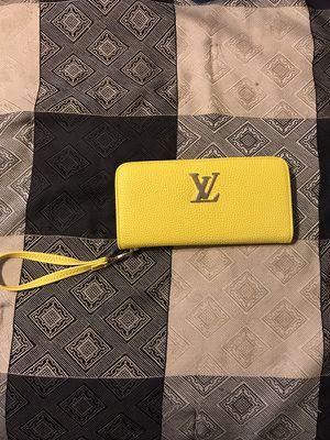 LV wristlet for Sale in Crofton, MD