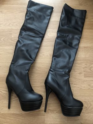 Size 7 black over the knee boots for Sale in Clinton Township, MI