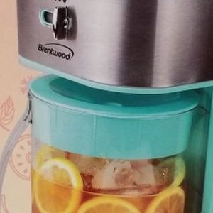 ICED TEA AND COFFEE MAKER for Sale in Tinton Falls, NJ