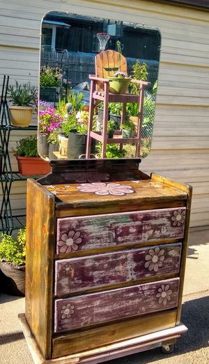 Hand painted 3 drawer dresser with vintage mirror for Sale in Oakridge, US
