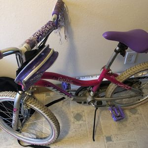 Magna girls bike 18 inch wheels tires are flat but rides perfectly. for Sale in Portland, OR