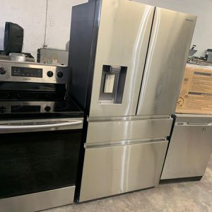 Samsung set!! On sale!! Open box French door refrigerator/stove/over the range microwave and dishwasher. On sale!! $2,399 for Sale in Miami, FL