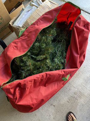 10' pre lit Target Christmas tree and brand new bag for Sale in Spring, TX