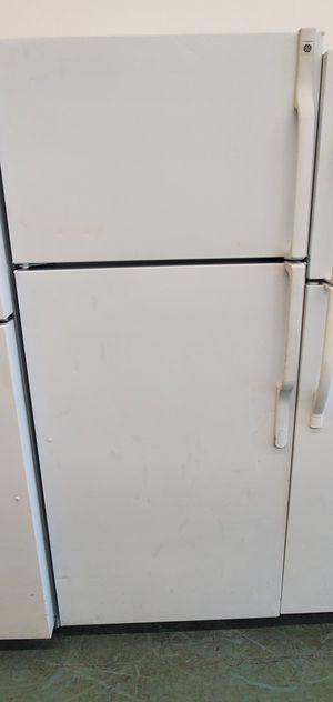 White GE Refrigerator for Sale in Littleton, CO