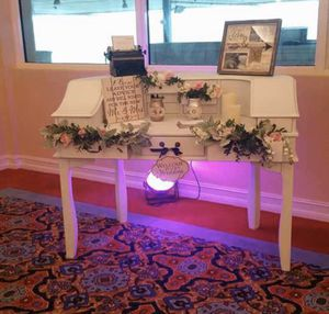 Wedding Vintage white desk for Sale in Hialeah, FL
