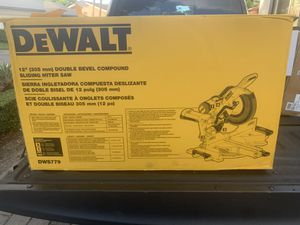 DeWALT DWS779 12-Inch 15-Amp 3800-Rpm Double Bevel Sliding Compound Miter Saw for Sale in Miami, FL
