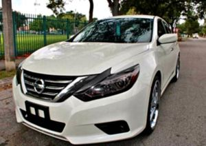 GREAT FIRST __2O15Nissan Altima 2.5 SL__ for Sale in Lansing, MI
