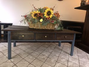 Big 3 drawer coffee table for Sale in Willoughby, OH