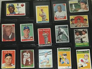 MIXED VINTAGE BASEBALL CARD LOT 50S-70S W/GILLIAM &MORE for Sale in Turlock, CA