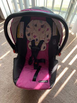 Graco Snugride 30 infant car seat + Base for Sale in MINETONKA MLS, MN